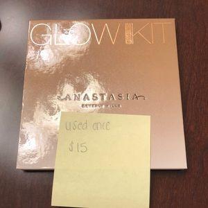 """Anastasia Beverly Hills """"Sundipped"""" Glow Kit"""